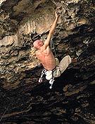 Philippe Gondoux realizando la primera ascensión de Hulk, 8c de Rodellar que el francés confundió con Alí babá, otro proyecto de Dani del mismo sector. - Foto: Jean Nogrady