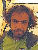 Carlos Pauner con mala cara, al tener que demorar el ataque a cima del Broad a causa del mal tiempo. - Foto: carlospuner.com