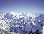 El glaciar Goldwyn-Austen desde el Pilar Oeste del K2, a 8.200 m. de altitud. Al fondo, el Chogholisa.- Foto: Juanjo San Sebastián