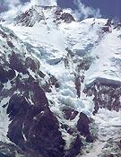 Alud en la vertiente Diamir del Nanga Parbat.Foto extraída del libro Primer vencedor de los 14 ochomiles de R. Messner.