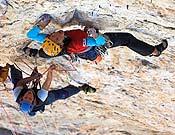 Ines iniciando una tirada de la Pellisier, 8b en libre een Dolomitas.- Foto: Rainer Eder