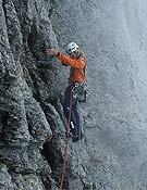 Robert Jasper en libre sobre la Yeti Route, cara norte del Eiger. Foto: Roger Schäli