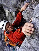 El suizo firmaba en julio la primera en libre de la Yeti Route (1.000, 7c/c+). Foto: Roger Schäli