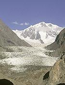 Los glaciares del planeta están en peligro. En la imagen, un glaciar del Karakorum.~ desnivelpress.com