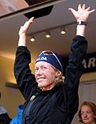 Karine Herry celebra su victora en la cuarta edición de la Maratón al Mont Blanc.- Foto: ultratrailmb.com