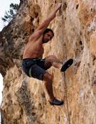 Alex Huber escalando en Patones.~ desnivelpress.com