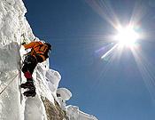 Se acaba el hielo; escalando a pocos metros de la cima del Uli Biaho. - Foto: Dodo Kopold