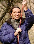 Alex con cuerda en La Pedriza, aunque prescinde de ésta en algunas de sus actividades. ~ desnivelpress.com
