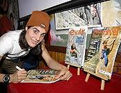 Josune firmando ejemplares de Desnivel y Escalar en la Librería densivel. - Foto: desnivelpress.com