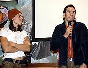 Josune y Rikar respondiendo la multitud de curiosidades y preguntas que el público asistente realizó tras la proyección. - Foto: desnivelpress.com