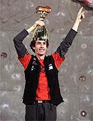 Campeón de la Copa del Mundo de escalada, un sueño cumplido para Patxi Usobiaga. <br>Foto: Urban Golob