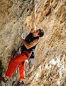 Patxi Usobiaga en Pata Negra, su segundo 8c a vista, en Rodellar (Huesca).<br> Foto: Col. P. Usobiaga