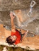 Edu se lleva A muerte, propuesta de 8c+/9a del británico Rich Simpson en Siurana. - Foto: Israel Macià
