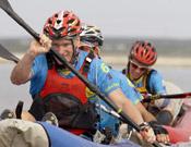El equipo, Buff Coolmax, durante la sección de kayak, durante la tercera fase de la prueba.- Foto: Jordi Canyameres