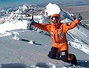 Simone Moro en la cima del Shisha Pangma, el 14 de enero de 2005. - Foto: simonemoro.com