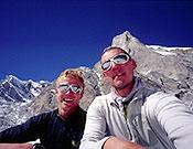 Tim Emmett e Ian Parnell (dcha.) ante la cara sureste del Kedar Dome. - Foto: Ian Parnell