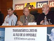 Larramendi, Jesús González y Sebastián Álvaro en la presentación del próximo especial Antártida de Al filo. - Foto: Jorge Jiménez