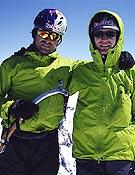 Eneko e Iker (dcha.) en la cima del Fitz Roy. - Foto: F. Irrazabal