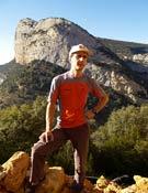 Armand Ballard. Al fondo: La Roca de Sarcs.- Foto: Desnivelpress