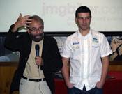 Cesar Pérez de Tudela presentando a Juan, con su habitual labia.- Foto: Jorge Jiménez