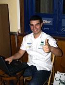 Juan Menéndez preparando su proyección en la Librería Desnivel.- Foto: Jorge Jiménez