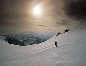 Esquí de montaña en el glaciar de Ossoue (Macizo Vignemale). - Foto: Desnivelpress