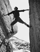 Un joven Reinhold Messner en las Cinco Torres en los Dolomitas en 1965.<br>Foto: Desnivelpress
