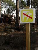 Cartel informativo ubicado en uno de los sectores con restricciones de Albarracín. - Foto: Óscar Díaz