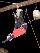 Cabeza abajo durante la compe de drytooling.<br> Foto: verticoutdoor.com