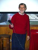 Alfredo Pérez tras la presentación de su corto, atendiendo todo tipo de preguntas durante el coloquio.- Foto: Jorge Jiménez