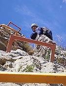 Progresando por la vía ferrata de Tabernes de la Valldigna. <br>Foto:  Arturo J. Gómez