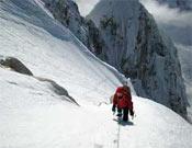 Gélida cara oeste del Monte Huntignton, escalada por los dos jóvenes americanos el 12 de marzo.- Foto: Col. Jed Brown