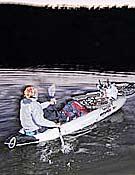 Porteo de bicicletas en canoa.Foto: www.raidbimbache.com
