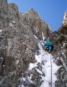 Sidarta Gallego en el segundo largo de la Supergoulotte (3+, M6).- Foto: Col. Equipo de Jóvenes Alpinistas / FEDME