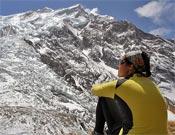 Edurne Pasabán observa la cara norte del Annapurna.- Foto: Col. Edurne Pasabán