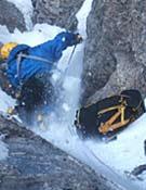 Profit cargando material por la norte del Eiger.Foto: Cortesía Betta Gobbi.