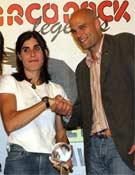 Josune recibiendo el Arco Rock Legends.- Foto: Col. Josune Bereziartu