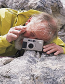 Chris Bonington haciendo una fotografía.Foto: Darío Rodríguez/Desnivelpress.