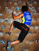 Irati Anda calienta en la zona de aislamiento poco antes de la competición del sábado noche.Foto. Jorge Jiménez/desnivelpress.com