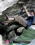 Tim Clifford sobre La pelle variant (8a) en Suiza.- Foto: redchili.de