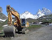 Máquina trabajando en la ampliación de una estación de esquí.- Foto: Plataforma en Defensa de las Montañas