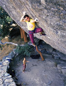 Luis Alfonso Félix escalando en Castillo de Bayuela, Toledo.- Foto: desnivelpress.com