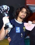 Ignasi Tarrazona, con la copa de Subcampeón, tras el Campeonato de España Bloque de este año.- Foto: femecv.com