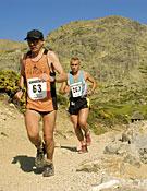 Dos participantes en el IX Maratón Alpino Madrileño. Foto: Sergio Prieto/Desnivelpress