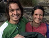Marco y Eilín sonriendo estoicamente a pesar del frío.- Foto: J.Jiménez/Desnivelpress