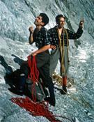 Jean (izquierda) y Pierre Ravier antes de la ascensión al Diedro Amarillo (vía Ravier) al Pic de Vignemale en el año 1964.- Foto: desnivelpress.com