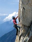 Christian Ravier escalando la Sombra de la duda (7a)en el Pic de l