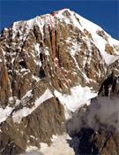 La línea de Jean-Chri sobre el Hidden Pillar.- Foto: Antonio Giani/alpinist.com