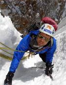 Asamblea de majaras, 1.000 metros, hasta M5+ y con extraplomos de hielo de 95º.- Foto: p-guara.com