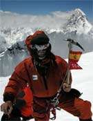 Carlos Soria en la cumbre del Broad Peak.<br>Foto: Col. Carlos Soria